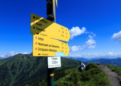 Wegwijzer in de bergen